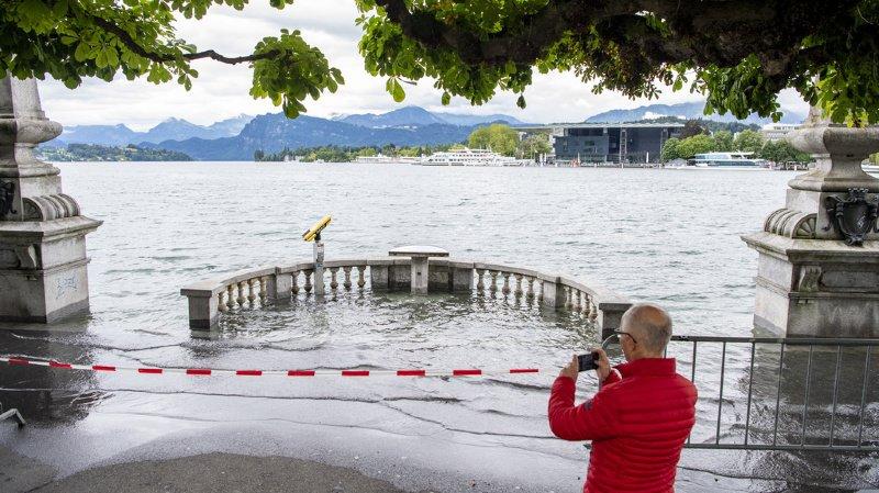 Intempéries: Lucerne inondée, record pour le lac de Bienne et danger maximal à Berne