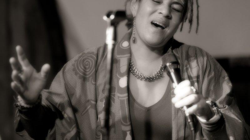 Florence Chitacumbi · Live