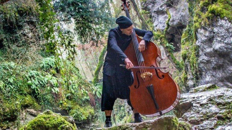 Fabien Sevilla contrebasse - Concert en plein air