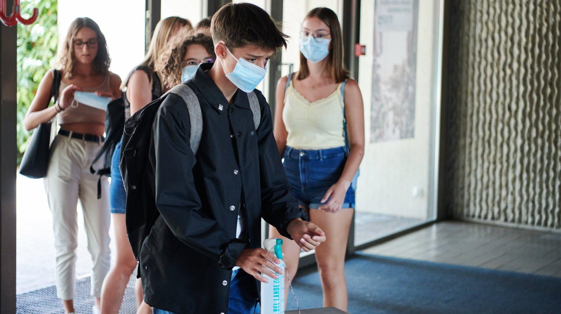 Les élèves neuchâtelois du post-obligatoire garderont le masque