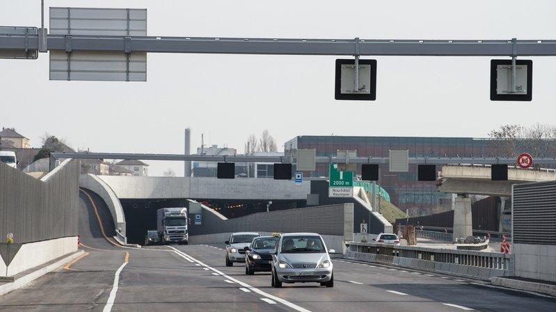 Tunnel de Serrières: un véhicule heurte un trottoir de service