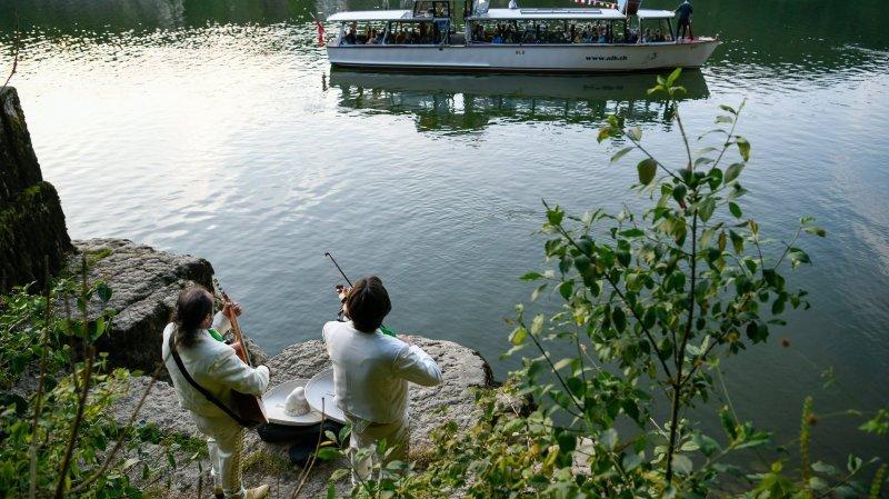 Les Brenets: des musiciens sur les rives du Doubs