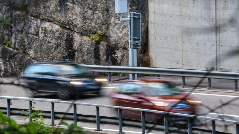 Gorges du Seyon: une voiture heurte une paroi rocheuse