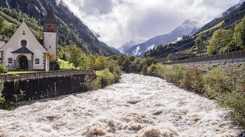 Intempéries: la Suisse saturée d'eau, éboulements et glissements de terrain sur les routes