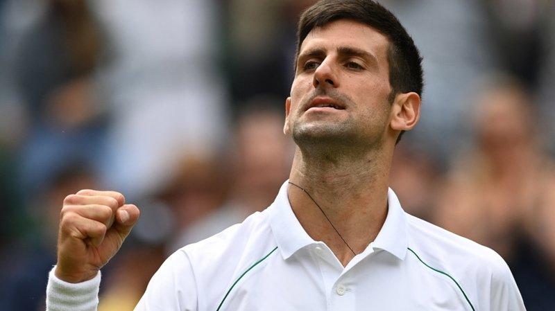 Djokovic s'est qualifié sans difficulté pour les quarts de finale à Wimbledon.