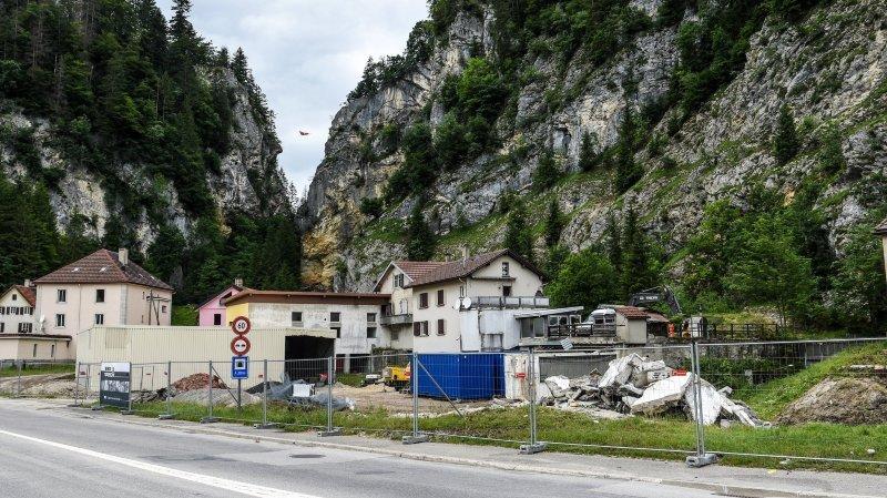 Bulldozers au Col-des-Roches