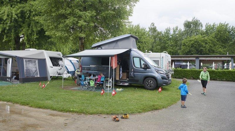 Direction Le Landeron, dans «le plus grand camping du canton de Neuchâtel»