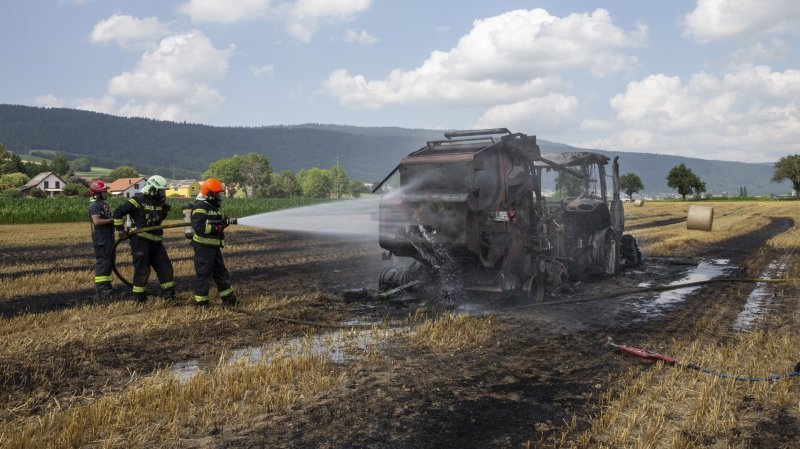 Un tracteur a pris feu dans un champ à La Jonchère