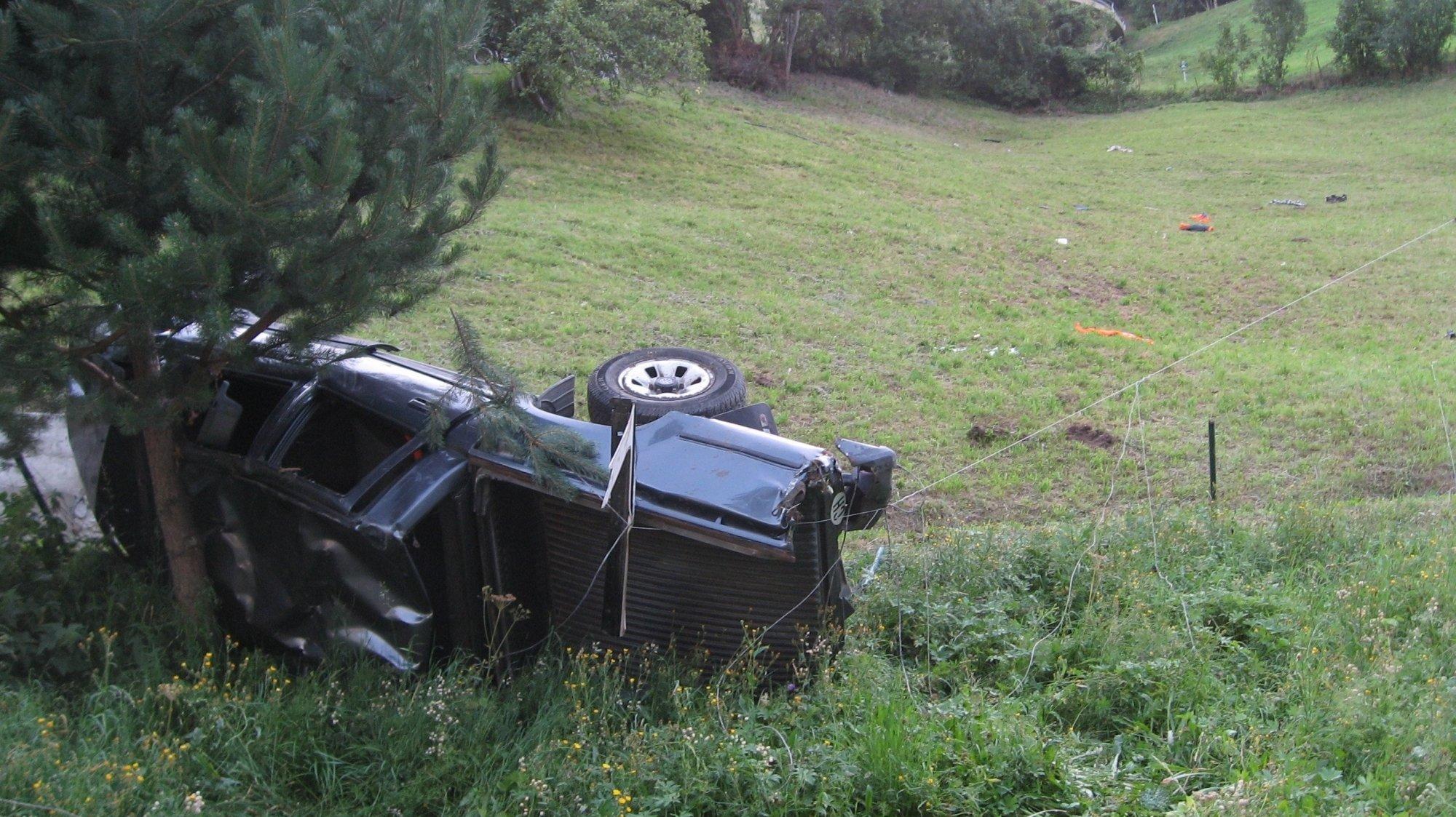 Les Ponts-de-Martel: une voiture finit dans le talus