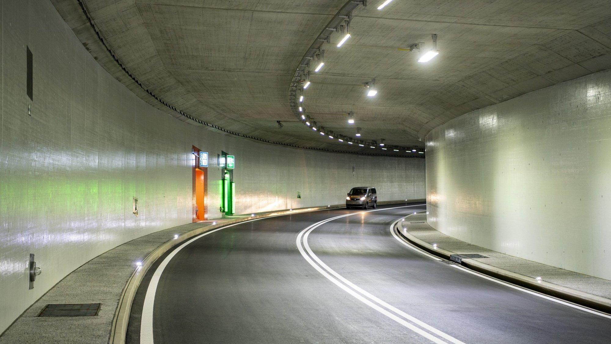 Tunnel de Gorgier: condamné pour avoir percuté un mur et roulé les pneus crevés