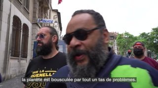 Procès : Dieudonné arrive au Tribunal de police de Genève