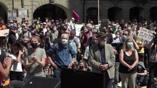 Manifestation à Berne des activistes climatiques contre la BNS
