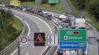 Trafic: les départs en vacances créent un bouchon de 14 km au Gothard