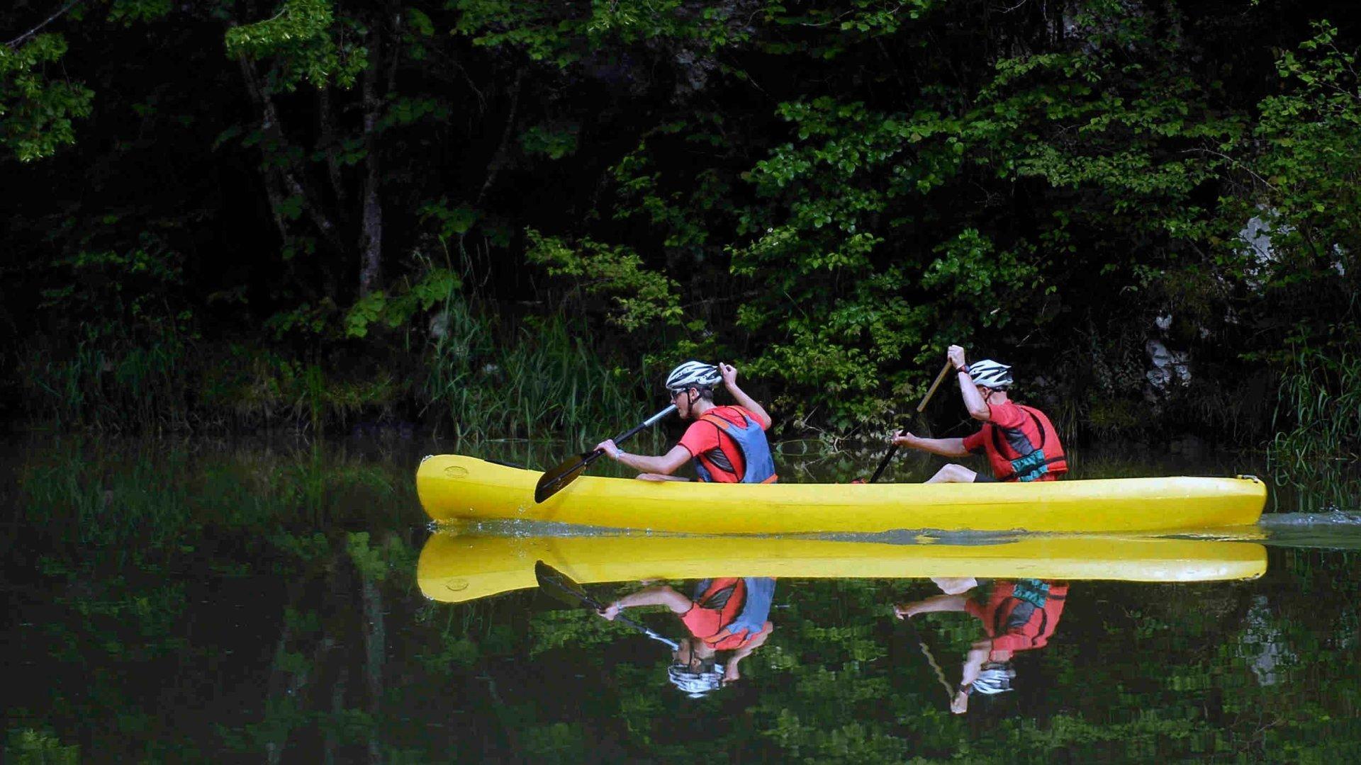 Jura: deux canoéistes chavirent sur le Doubs, l'hélicoptère doit intervenir