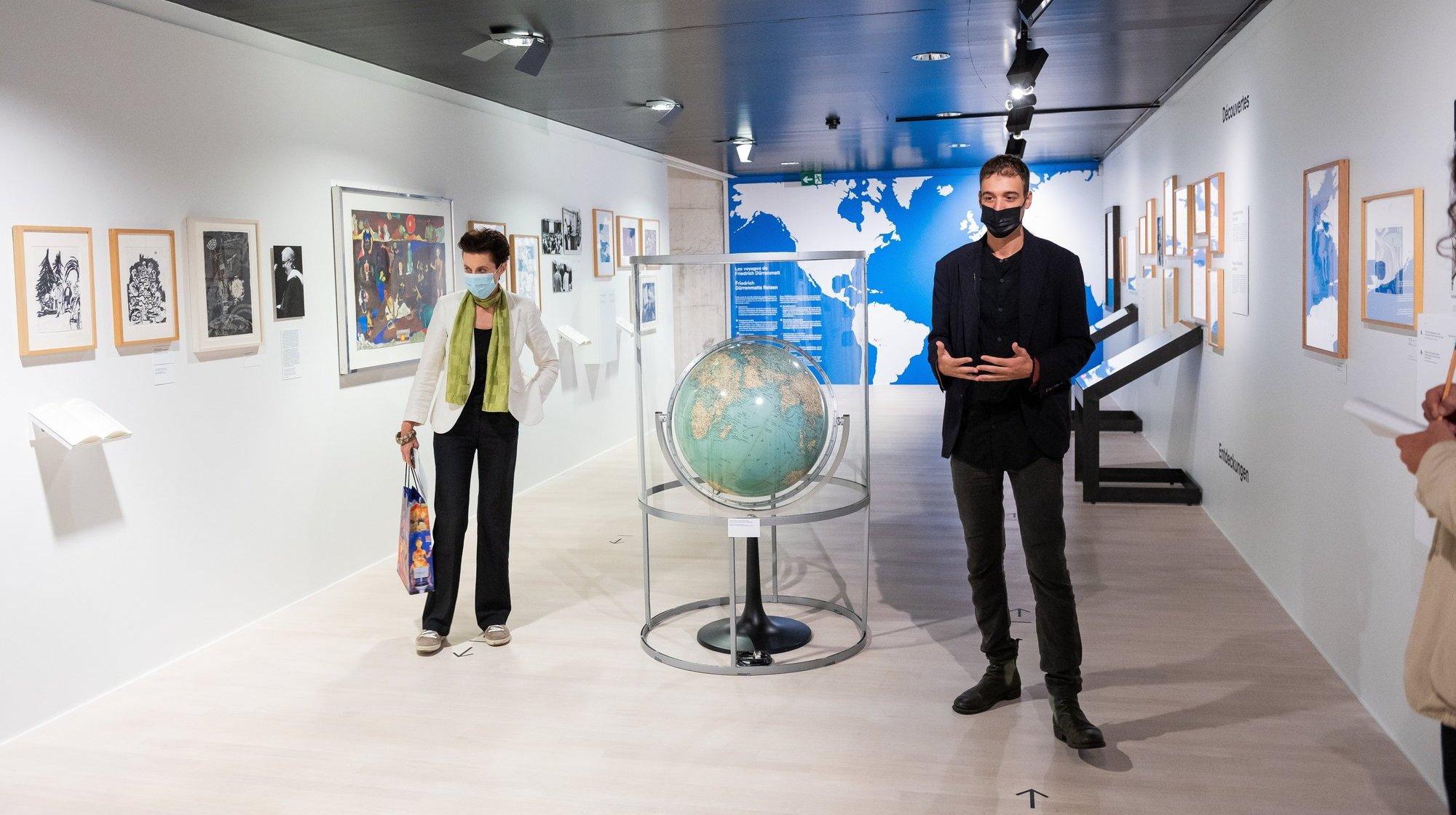 Exposition à Neuchâtel: peintures et écrits racontent Dürrenmatt autour du monde