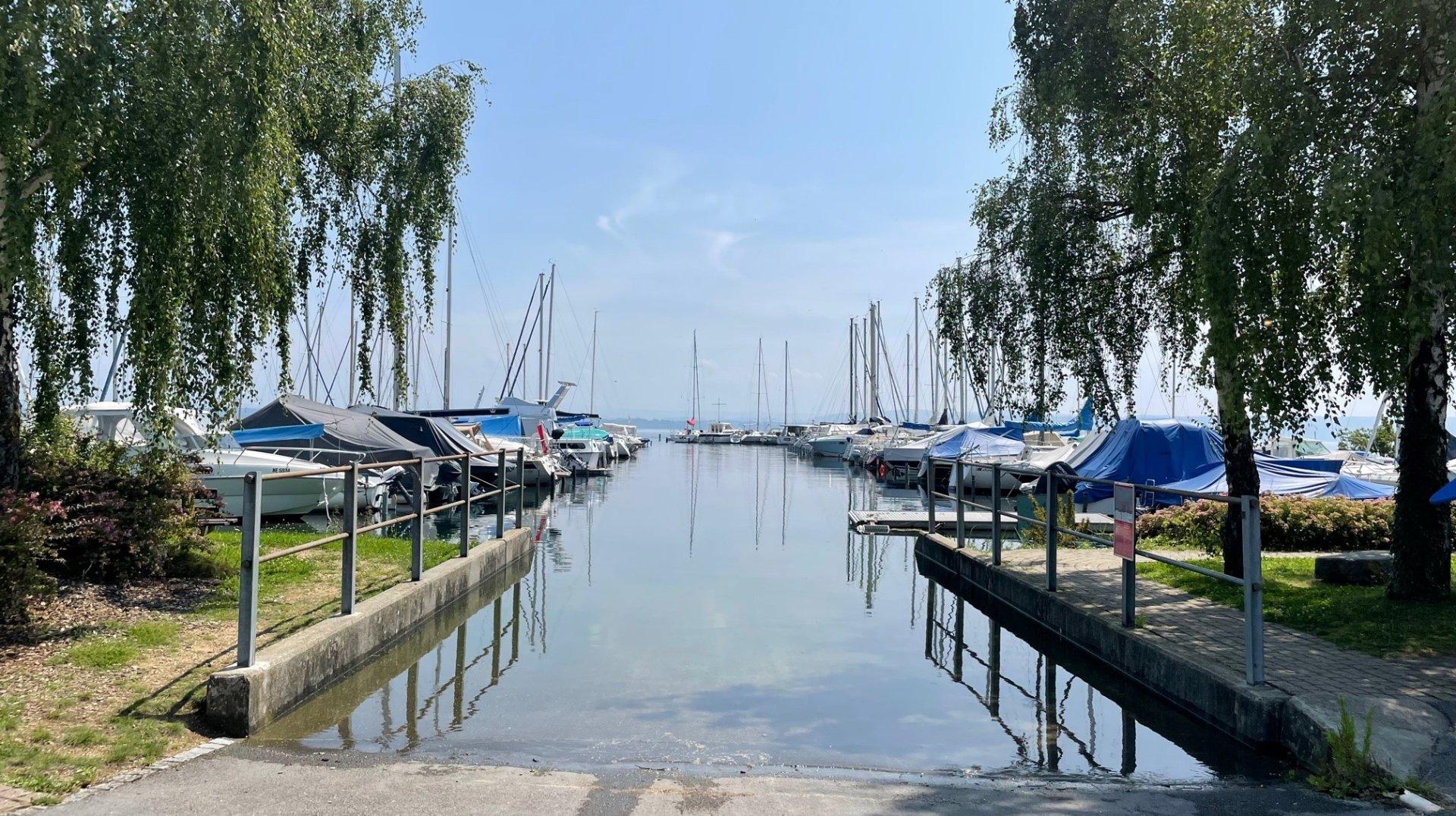 Le lac de Neuchâtel en crue, le Littoral inondé