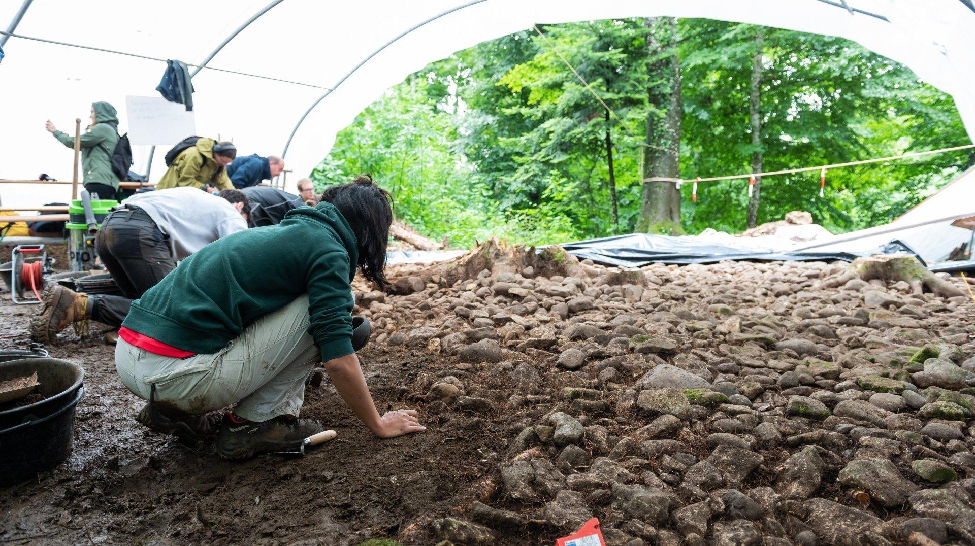 Des archéologues neuchâtelois s'activent sur les hauts de Colombier