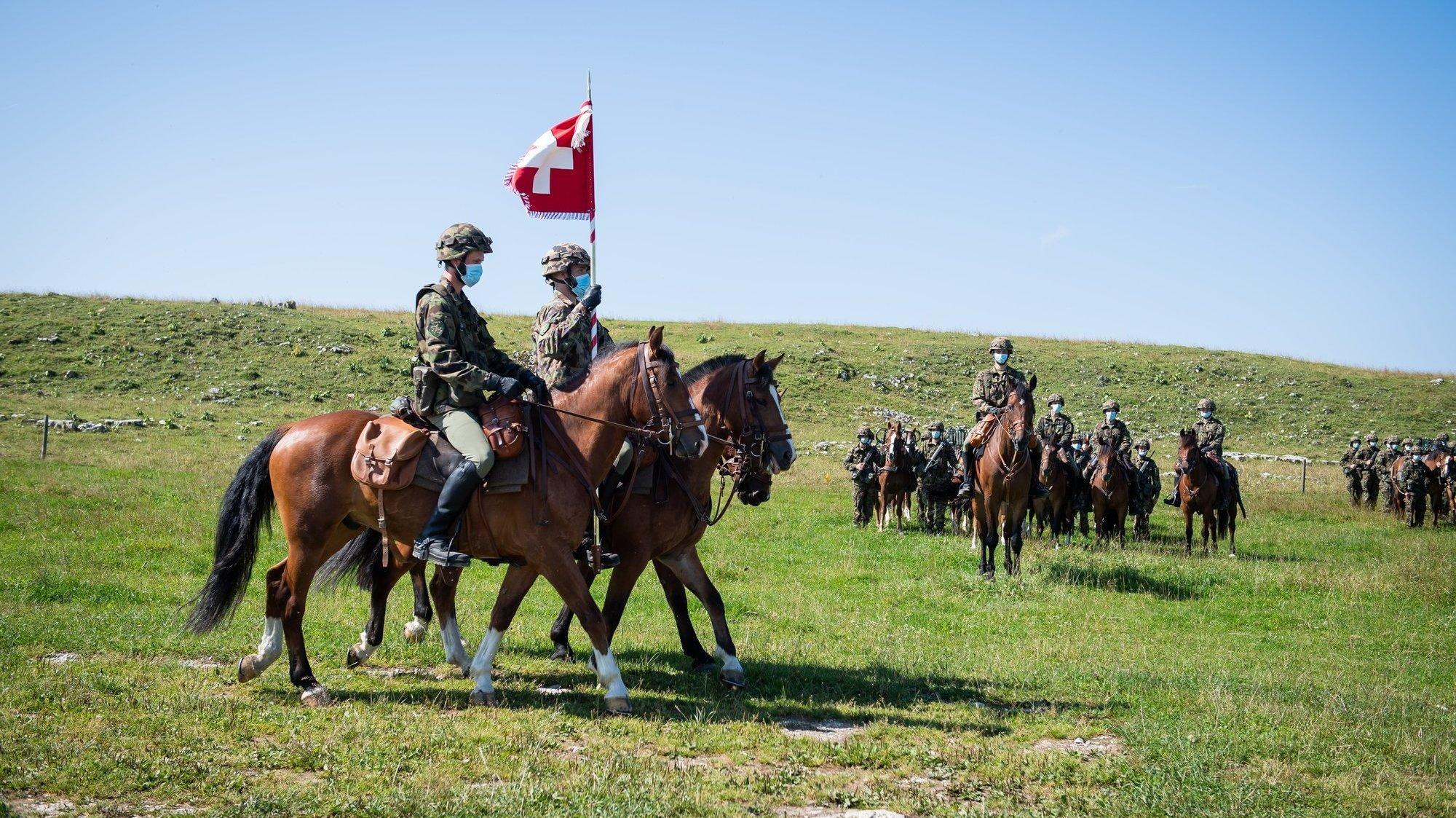 Les chevaux de l'armée en cours de répét' au Creux-du-Van