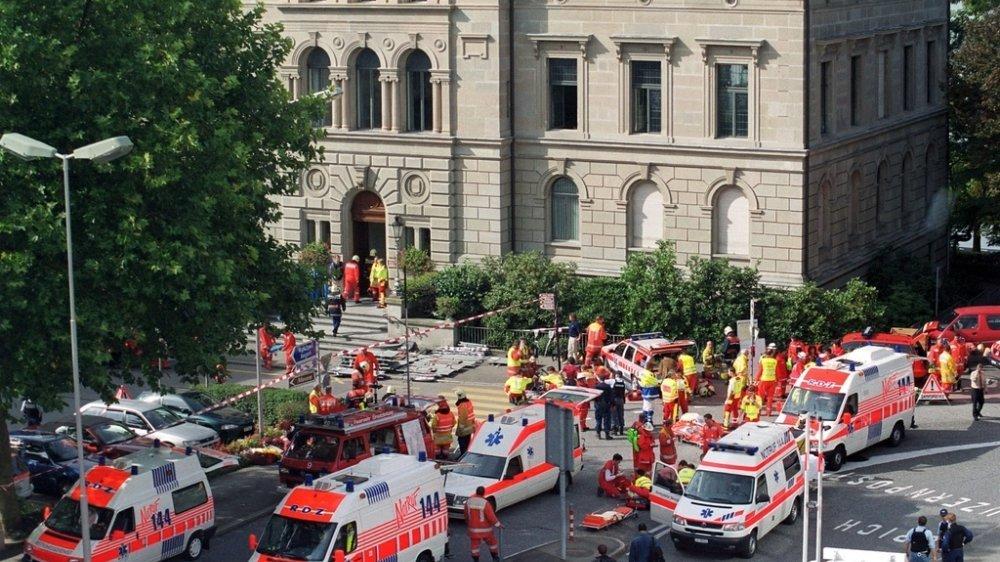 Le 27 septembre 2001, un forcené était entré, déguisé en policier, dans le bâtiment du Grand Conseil et avait ouvert le feu autour de lui.