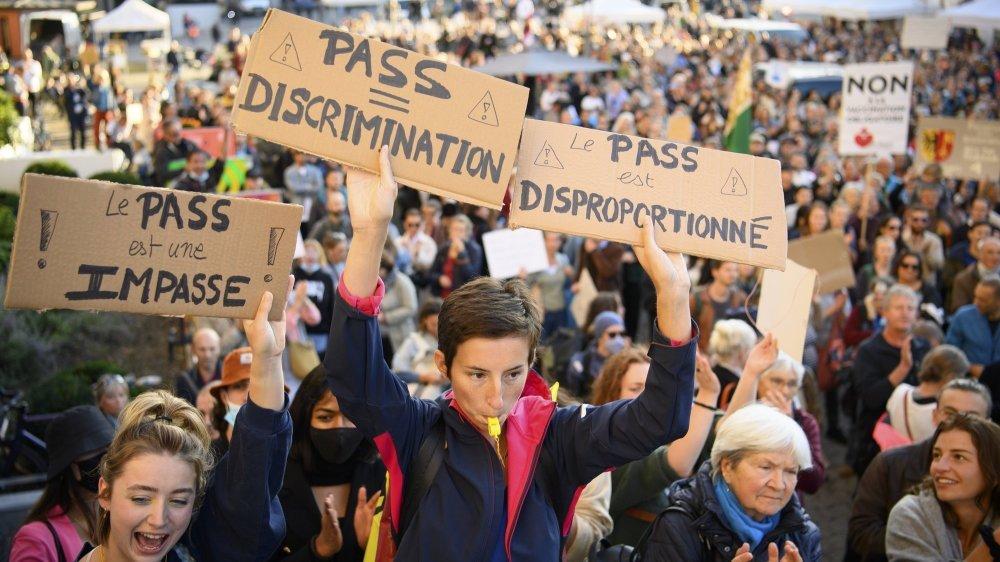 L'extension du certificat Covid a provoqué une série de manifestations dans le pays.  Environ 2000 personnes, dont des étudiants, se sont mobilisés notamment mardi 21 septembre, à Lausanne.
