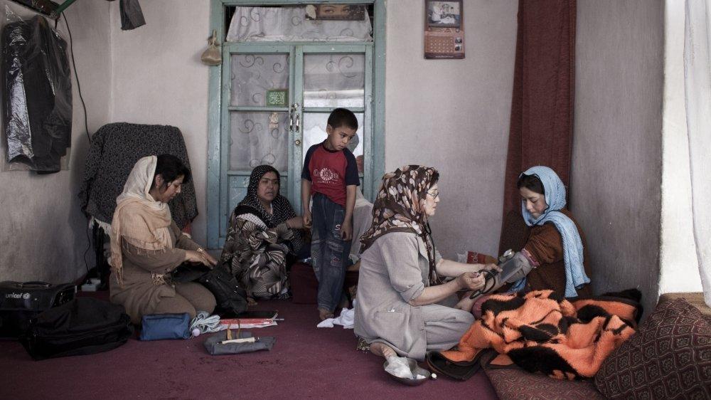 De nombreuses femmes travaillent en Afghanistan avec Terre des Hommes.