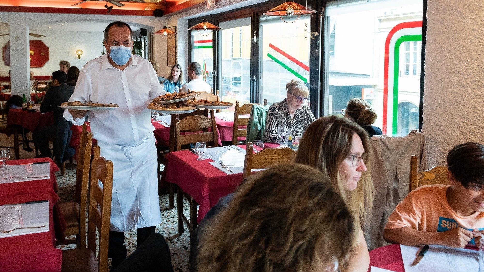 A la pizzeria Fleur de lys, à Neuchâtel, on assiste à une importante chute de la fréquentation depuis l'introduction du pass sanitaire.