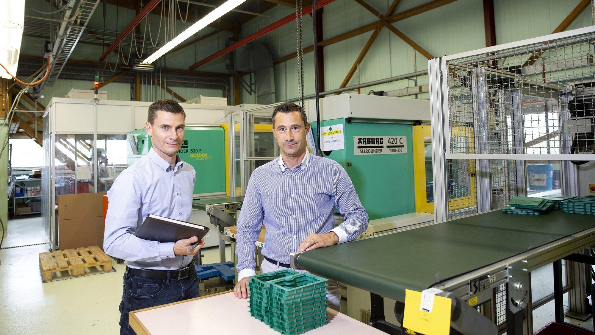 Sébastien Jacot (à gauche), directeur financier et Christophe Jacot, directeur d'Admo Plastique. La société façonne 80 tonnes de plastique par an.