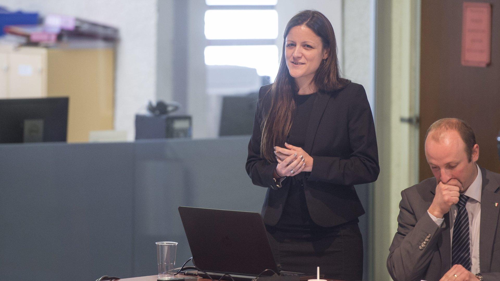 Fanny Noghero (ici en 2016, lorsqu'elle était secrétaire générale du PLR neuchâtelois) quitte son poste, suite au départ de la présidente Petra Gössi.