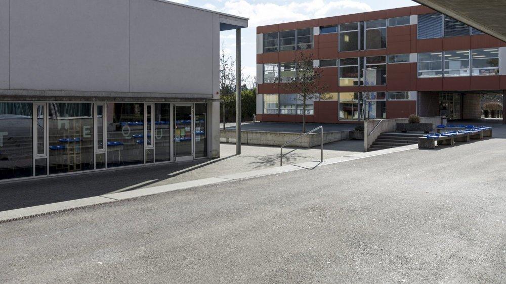 Le collège primaire des Tertres (en rouge) a besoin d'une sérieuse rénovation.