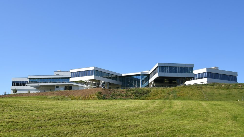 Quelque 180 employés, représentatifs de 22 professions, sont déjà à l'oeuvre dans la nouvelle manufacture d'Audemars Piguet au Locle.