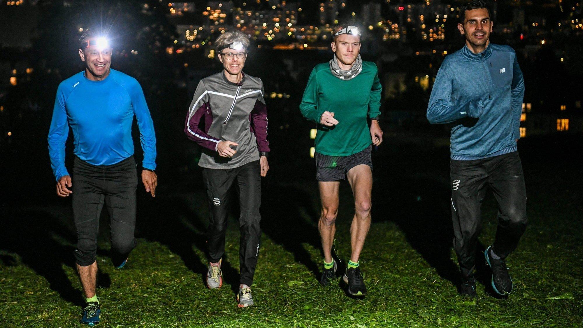 Jean-Michel Aubry, Angéline Flückiger-Joly, Julien Fleury et Jonathan Raya sur les hauts de La Chaux-de-Fonds, avant l'étape nocturne du BCN Tour.