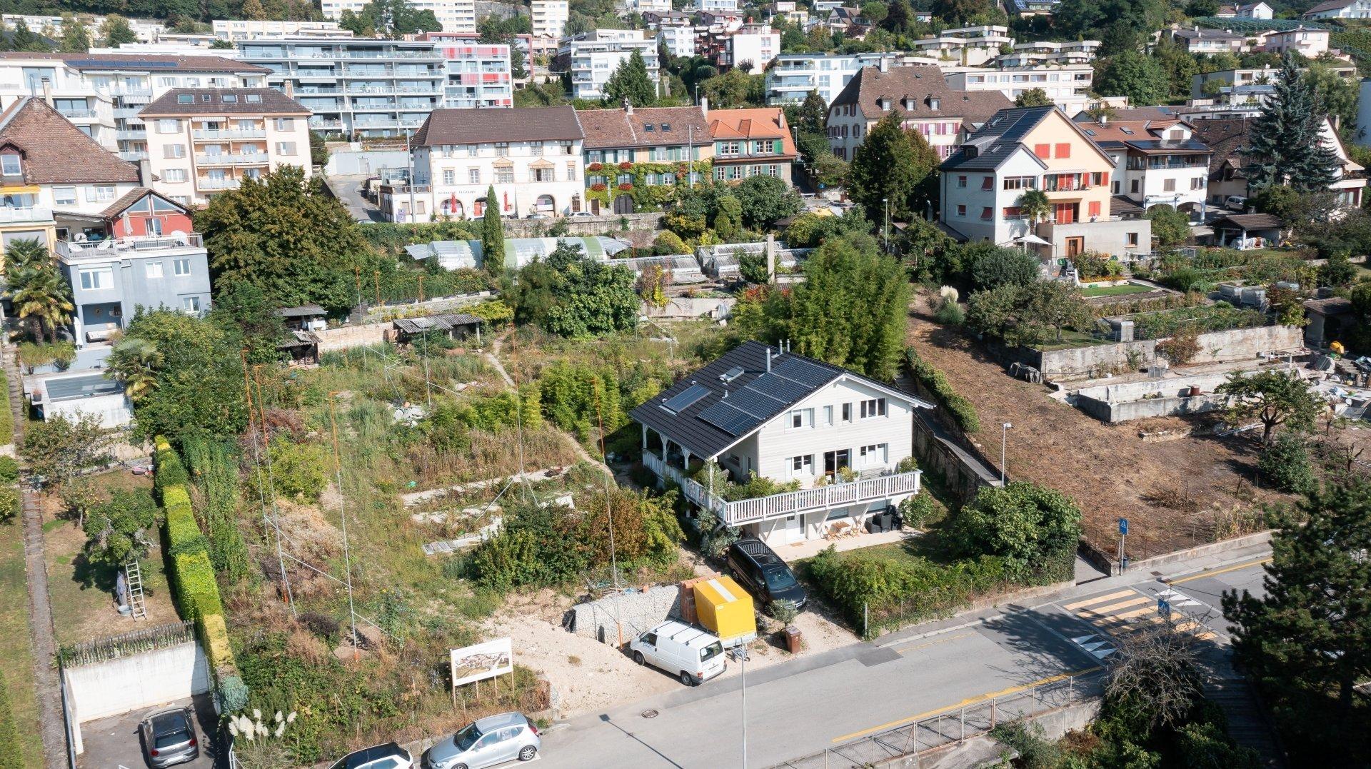 Dans le quartier de La Coudre, à Neuchâtel, des gabarits ont poussé dans le Jardin des senteurs.