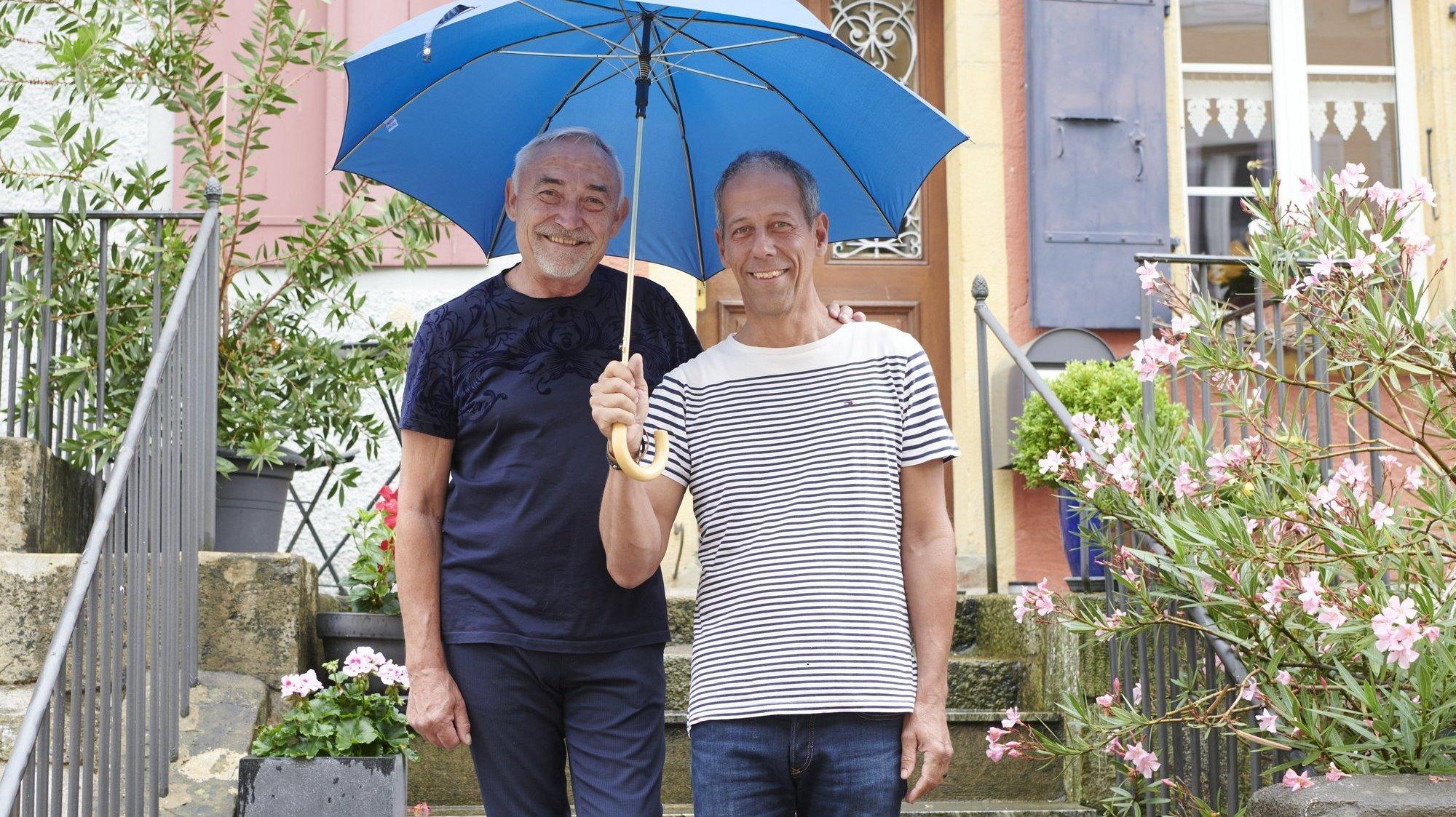 Alain Bovey (à gauche) et Christian Kuffer se sont pacsés au niveau cantonal en 2004, puis ont conclu un partenariat enregistré fédéral dès que cette possibilité a été offerte aux homosexuels en Suisse.
