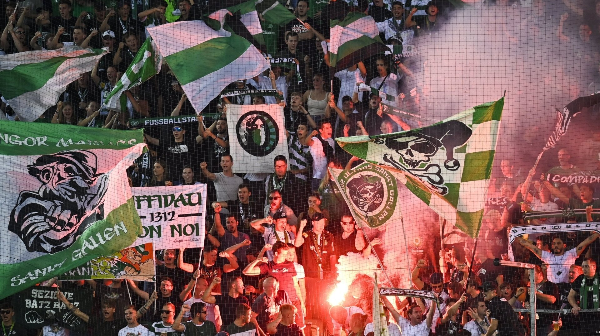 Les fans du FC Saint-Gall dans l'Espenblock durant le mach entre leur équipe et le FC Sion samedi au Kybunpark.