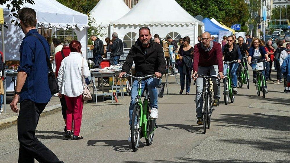 L'écrivain Nicolas Feuz a participé à la balade littéraire à vélo au Locle, organisée dans le cadre de la Foire du livre.