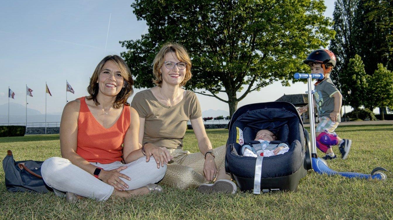 Graciela Torres (à gauche) attend impatiemment que la démarche d'adoption intrafamiliale de leur premier enfant de deux ans soit finalisée.