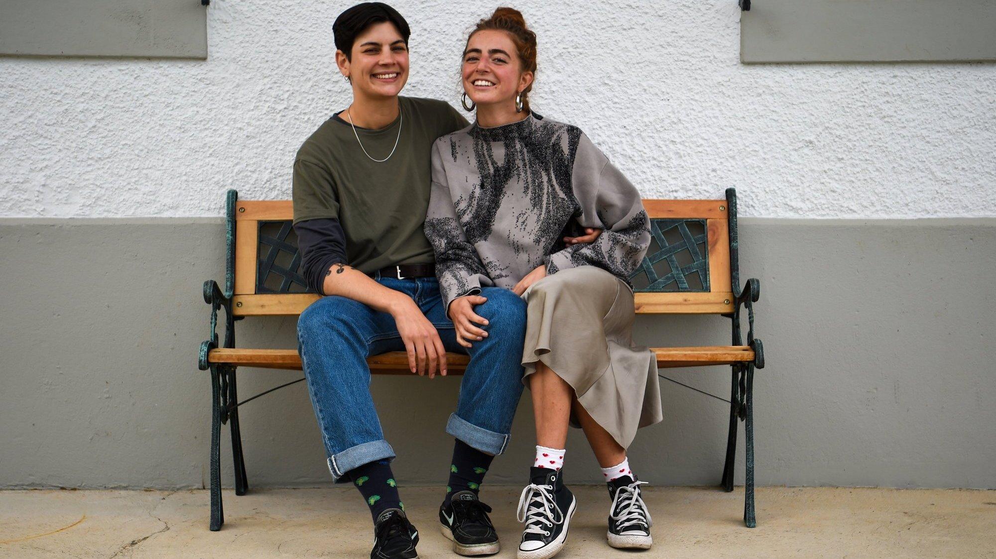 Les Neuchâteloises Davina Strunga (à gauche) et Jodie Schulthess ne se cachent pas: elles vivent leur amour au grand jour et espèrent pouvoir se marier prochainement.