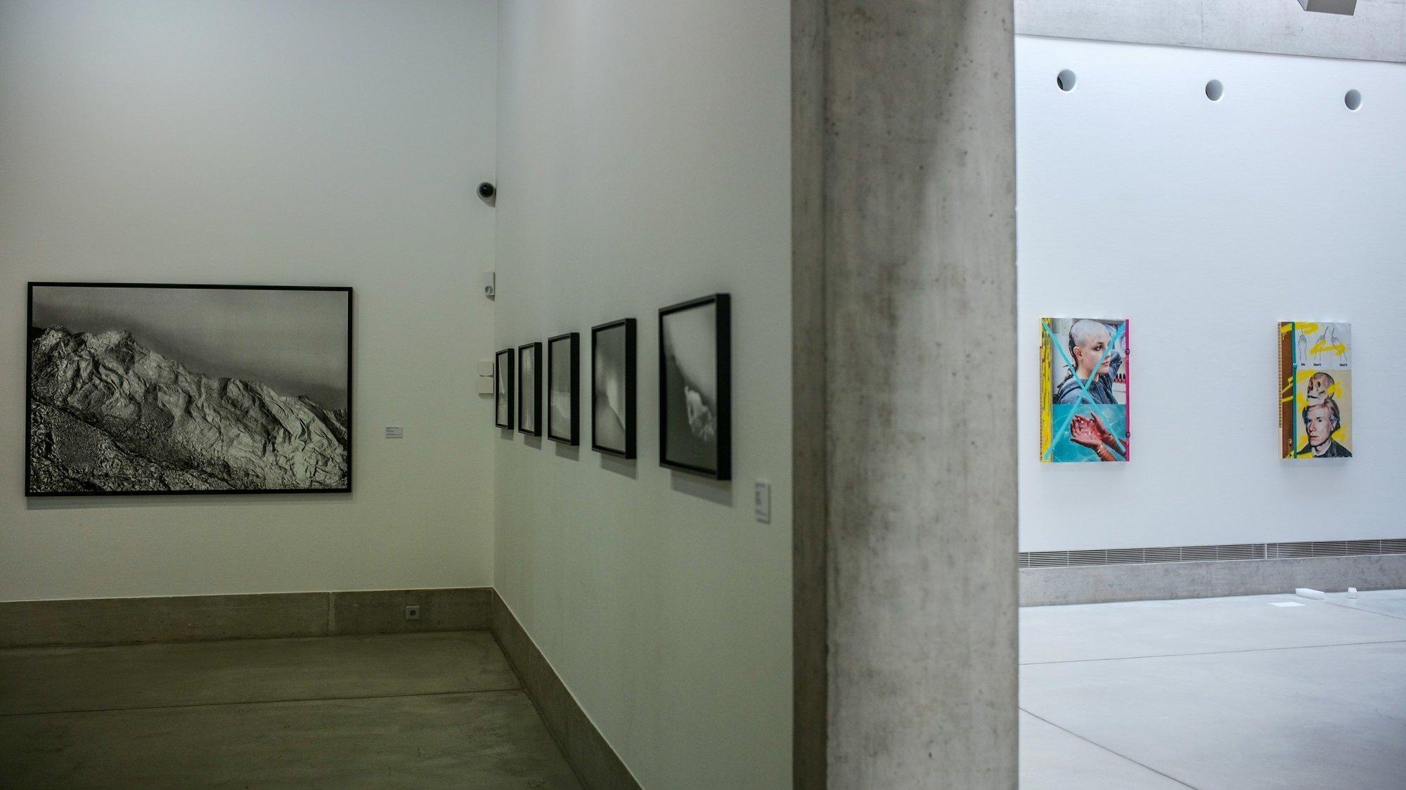 Un travail presque paradoxal entre deux salles. Celui de Dominique Teufen, des images nées d'une photocopieuse et l'autre de Mazaccio & Drowilal, influencées par la culture numérique.