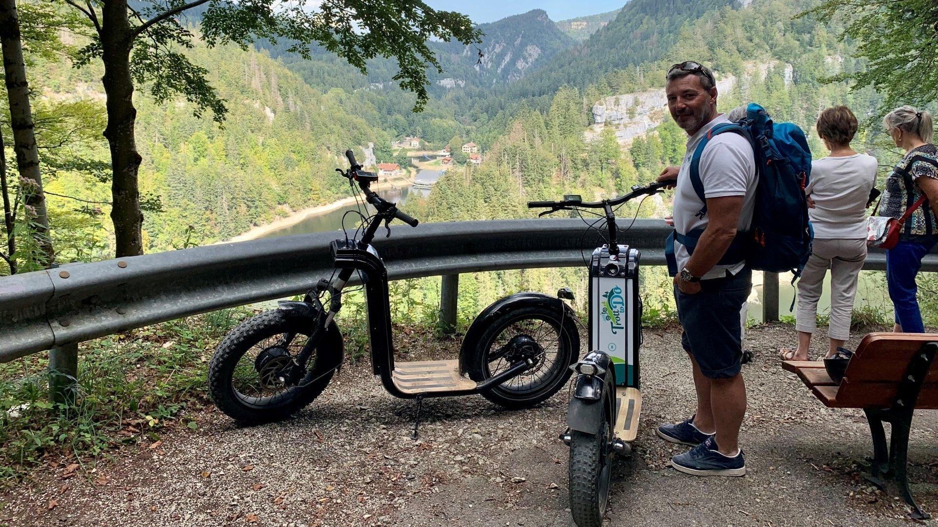 Olivier Lafouge ne peut plus se rendre en Suisse avec ses trottinettes électriques qui ne sont pas homologuées dans notre pays.