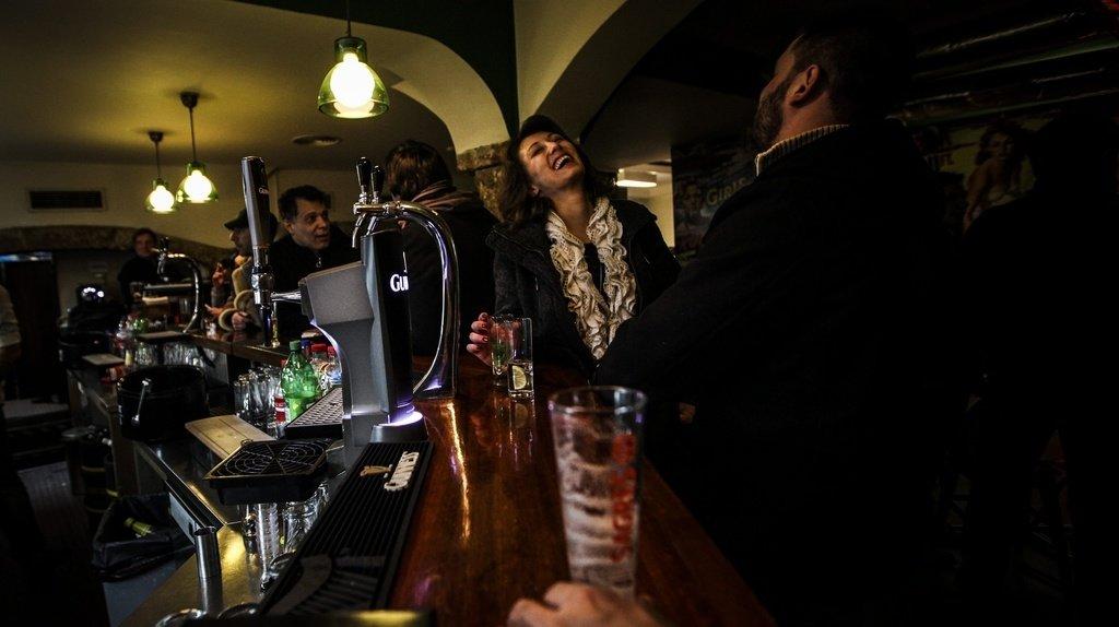 Coronavirus: au Portugal, les bars et discothèques rouvrent avec pass sanitaire