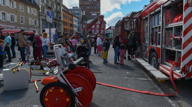 La Chaux-de-Fonds: le triomphe des pompiers sur la place du Marché