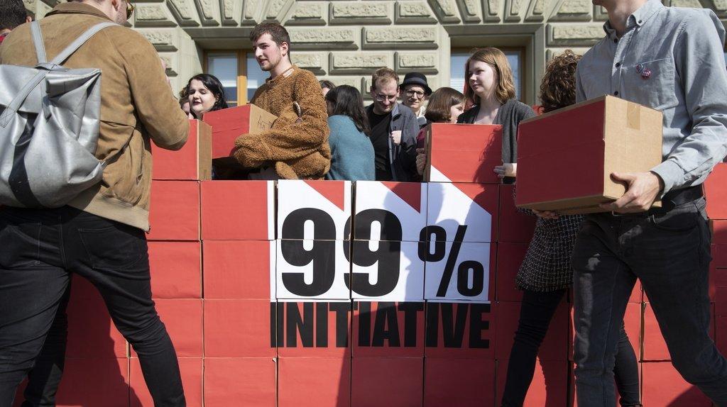 """Pour les Jeunes socialistes, l'initiative 99% """"permettra d'imposer plus équitablement les grandes et grands actionnaires et de soulager les 99% de la population""""."""