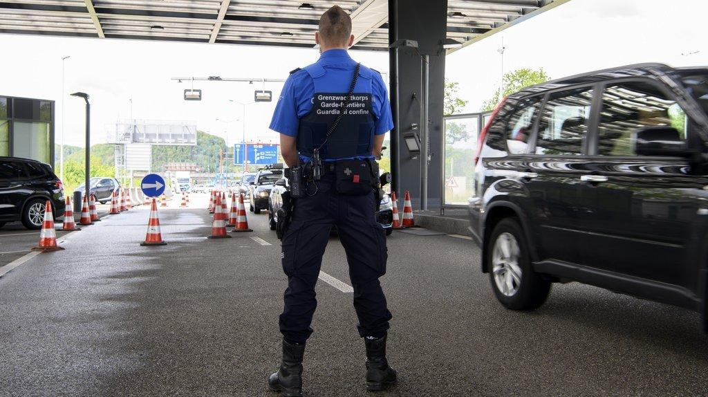 Coronavirus: tests aux frontières pour entrer en Suisse dès ce lundi