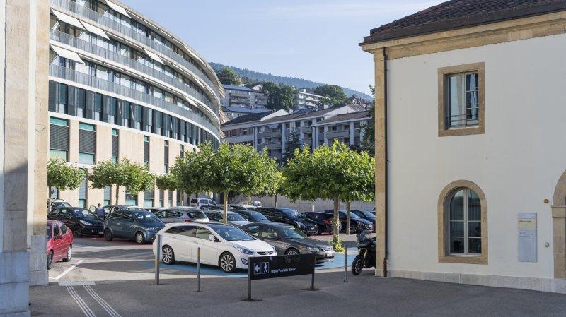 Pour entrer dans les différents sites du RHNE (ici l'hôpital Pourtalès, à Neuchâtel), il faudra montrer son certificat Covid.