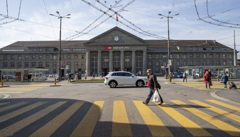 Les voitures ne seront pas bannies de la place de la Gare de Bienne