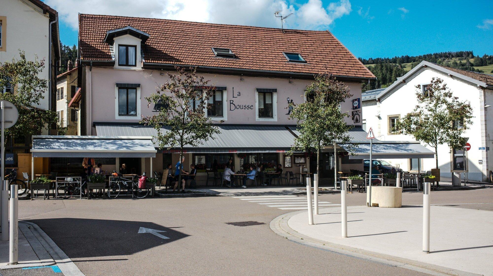 Régime strict du pass Covid dans les cafés-restaurants: le bilan en France voisine