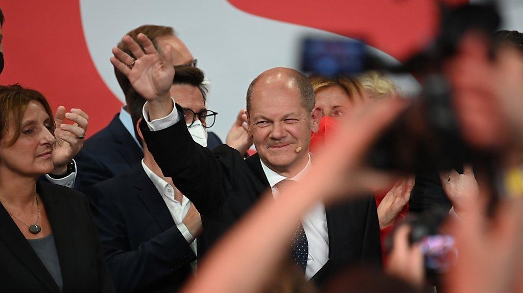 Elections en Allemagne: les sociaux-démocrates d'Olaf Scholz l'emportent de peu