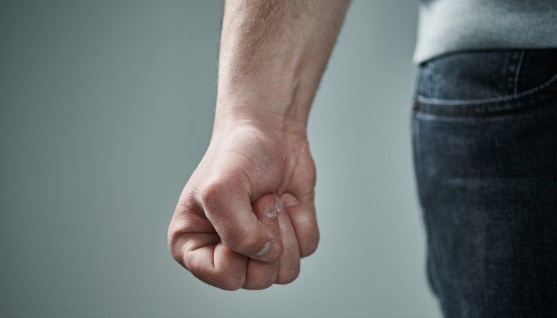 Prévenir les violences domestiques malgré les craintes pour son autorisation de séjour
