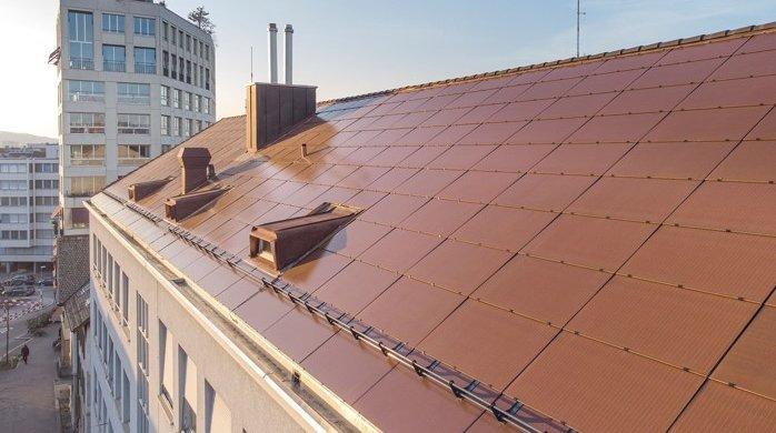 Zurich: le CSEM participe à l'installation d'un des plus grands toits solaires colorés d'Europe