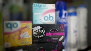Produits d'hygiène menstruelle: une «taxe rose» tombera grâce au Neuchâtelois Jacques-André Maire